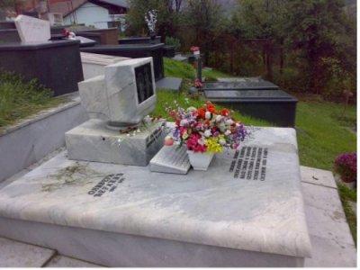 geek headstone
