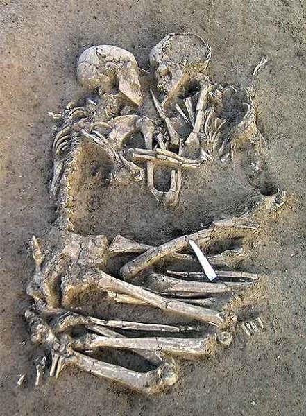 5000 year embrace