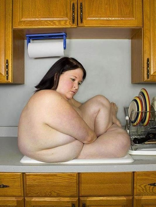 fat girl in sink