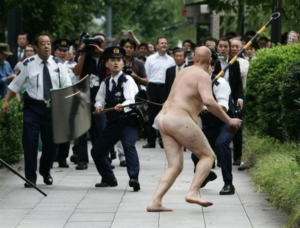 naked-man-cops