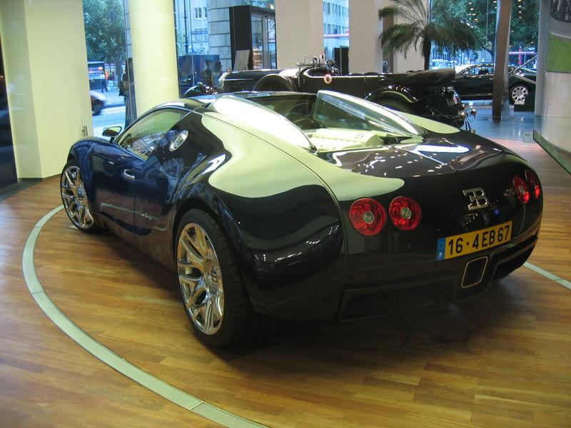 Bugatti_Veyron_16.4_1 rear view