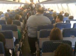 OBESE-MAN-ON-AIRPLANE